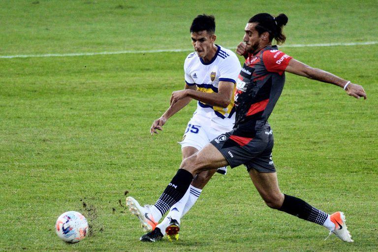 Renzo Giampaoli, defensor central de 21 años, se presentó con la camiseta de Boca ante Patronato, en Paraná