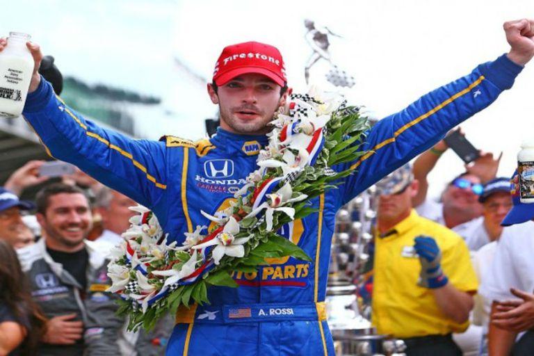 Alexander Rossi celebra su triunfo en la versión 100 en Indianápolis