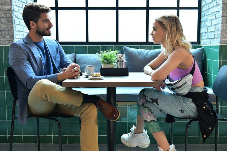 Mientras la mayoría de las protagonistas viven inesperadas citas, Luján le cuenta a su mejor amiga que fue durante dos años amante de Fausto