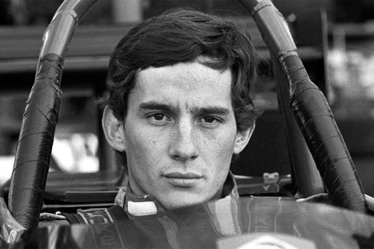 Un joven Ayrton Senna da Silva; el brasileño debutó a los 24 años en la Fórmula 1, en el gran premio de su país.