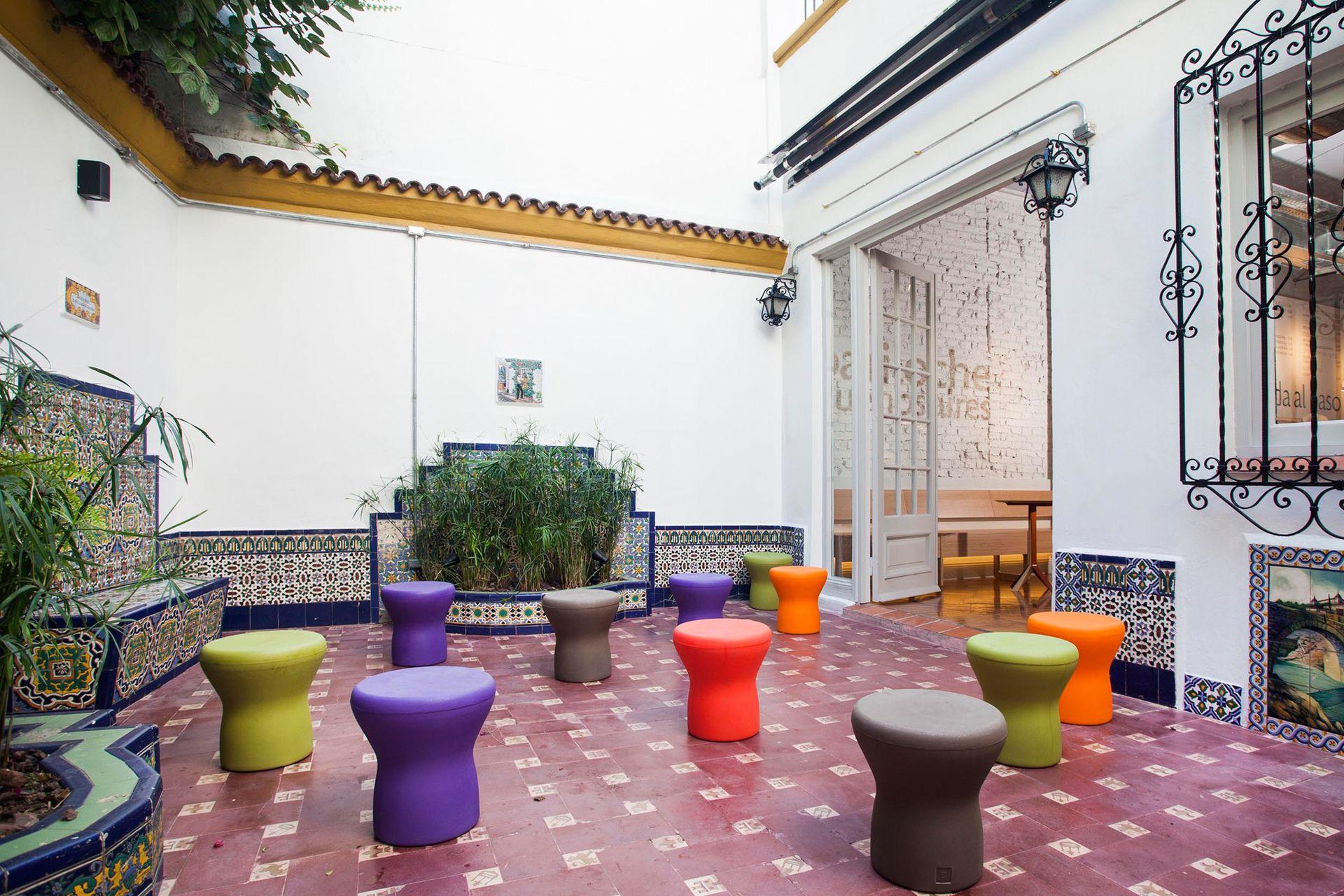 Los visitantes pueden recorrer los distintos ambientes, como el espléndido patio español.
