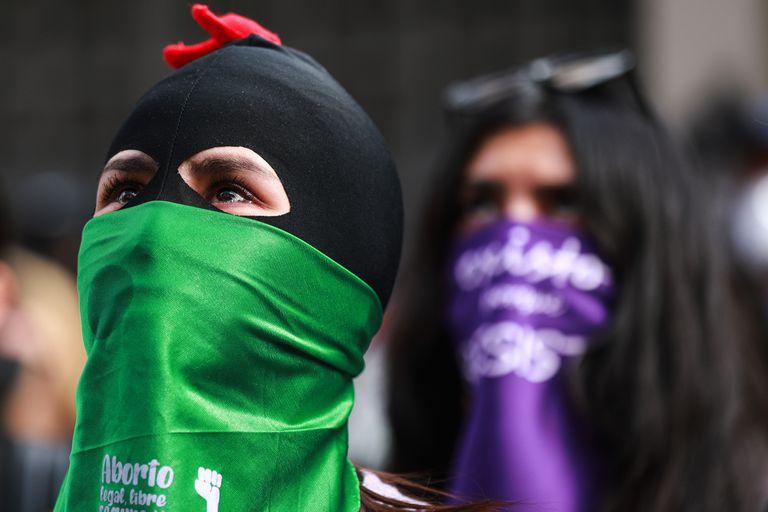Activistas  realizan actividades afuera de la Comisión Nacional de Derechos Humanos, en México . Septiembre de 2020