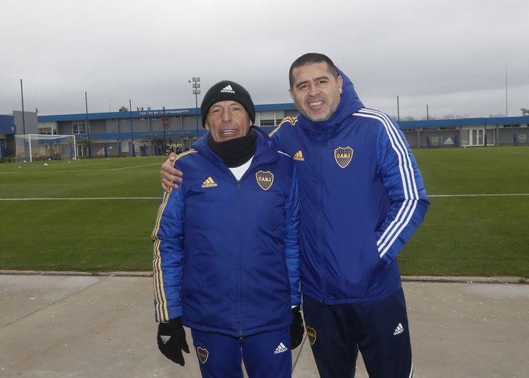 Miguel Angel Russo y Juan Román Riquelme, en el predio que Boca tiene en Ezeiza: una relación con cierta tensión