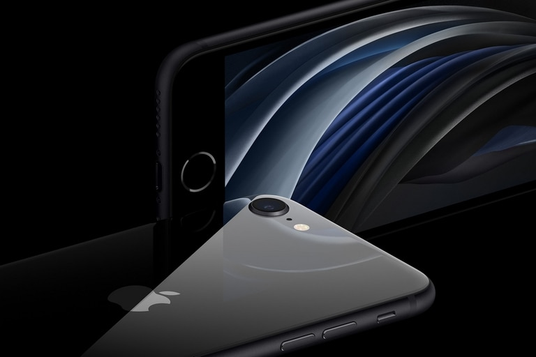 Una vista del sistema Touch ID del iPhone SE de segunda generación, el único modelo de Apple con el sensor de huellas dactilares del actual catálogo; la compañía planea lanzar un modelo con un lector biométrico integrado en la pantalla táctil