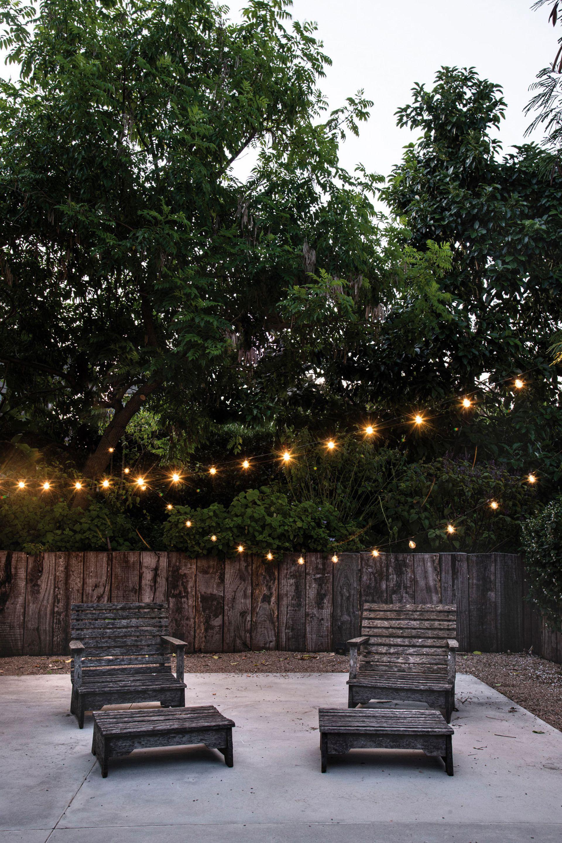 Las guirnaldas de luces, con dos intensidades (100% y 75%), se comercializan de 6 metros de longitud por tira, lo que permite armar escenas y situaciones rápidamente. Cantidad de lámparas: 20. IP65, apto intemperie. (LitexLed).