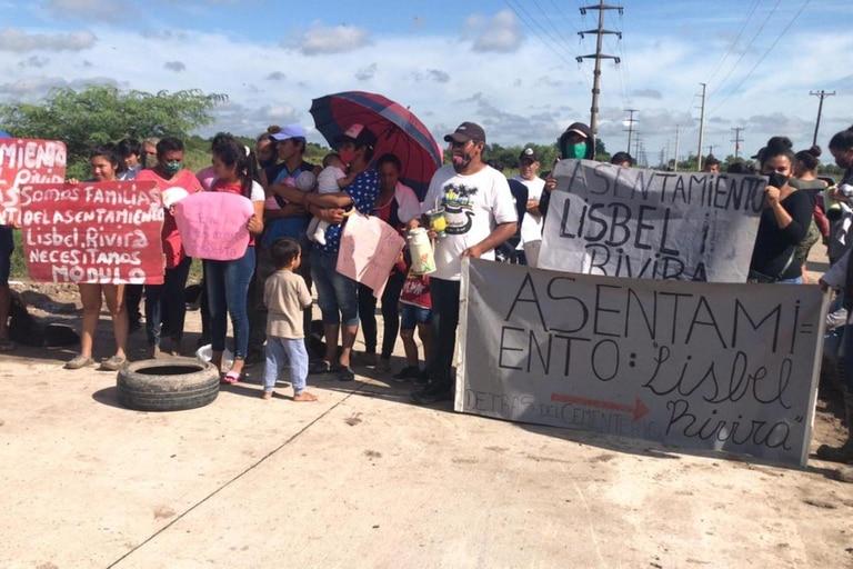Familias que sufrieron inundaciones, tras las lluvias de los últimos días, reclaman una respuesta del gobierno de Formosa, que prometió entregar viviendas hace más de siete años