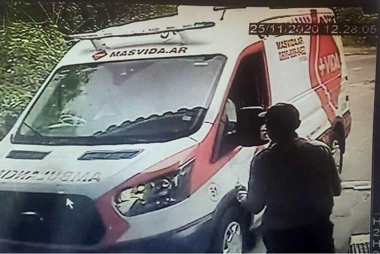 El momento del ingresó de la primera ambulancia, a las 12.28 del 25 de noviembre