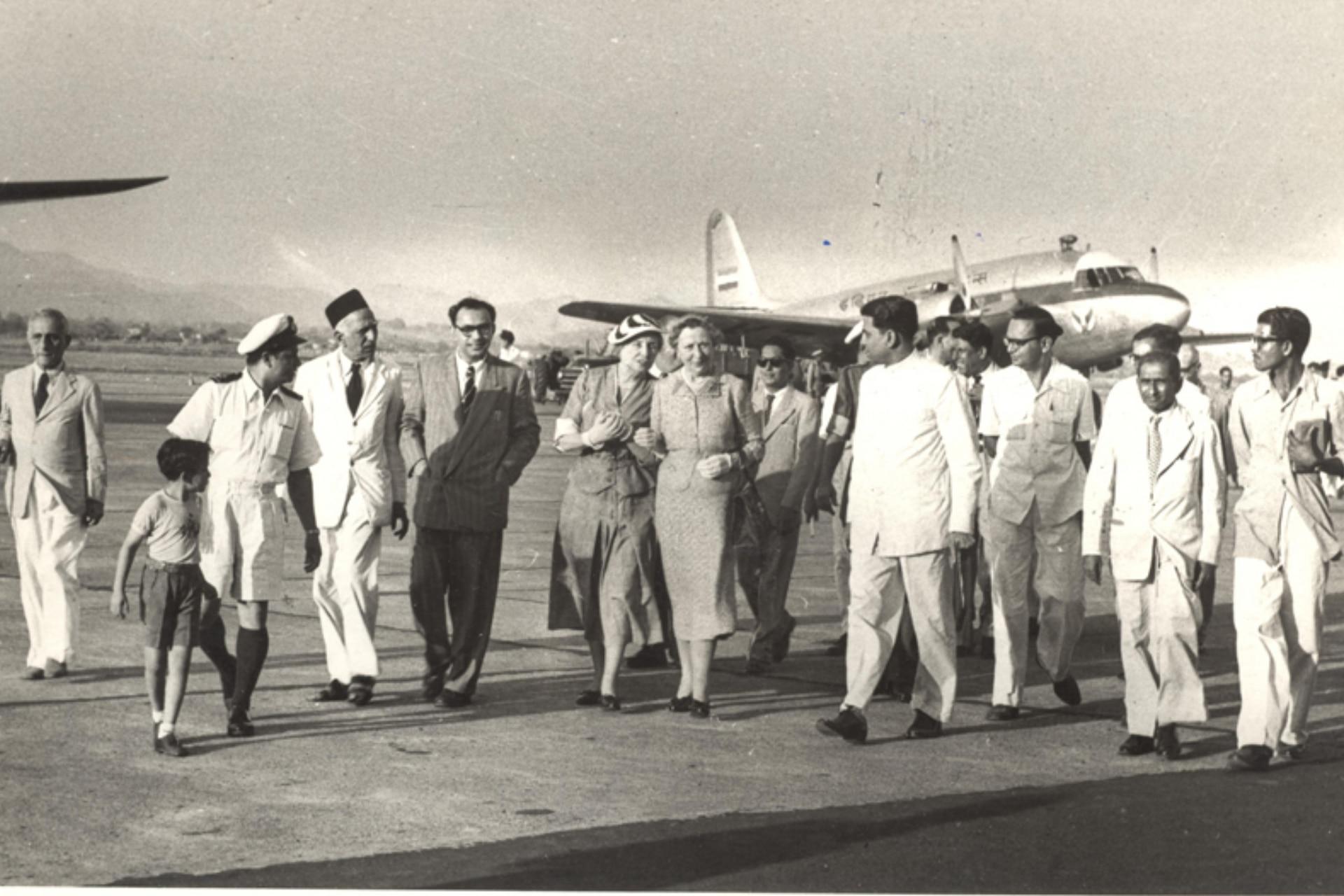 Helen en el aeropuerto de Mumbai en India en 1955. Ella viajó a 39 países de todo el mundo, abogando por las personas que perdieron la visión