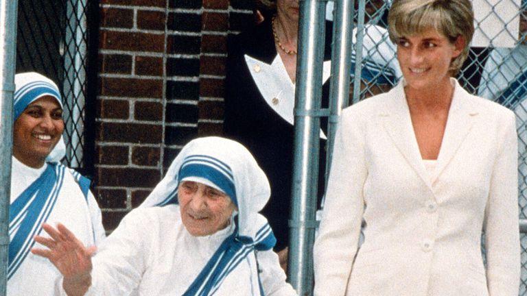 Diana colaboró con la Madre Teresa de Calcuta