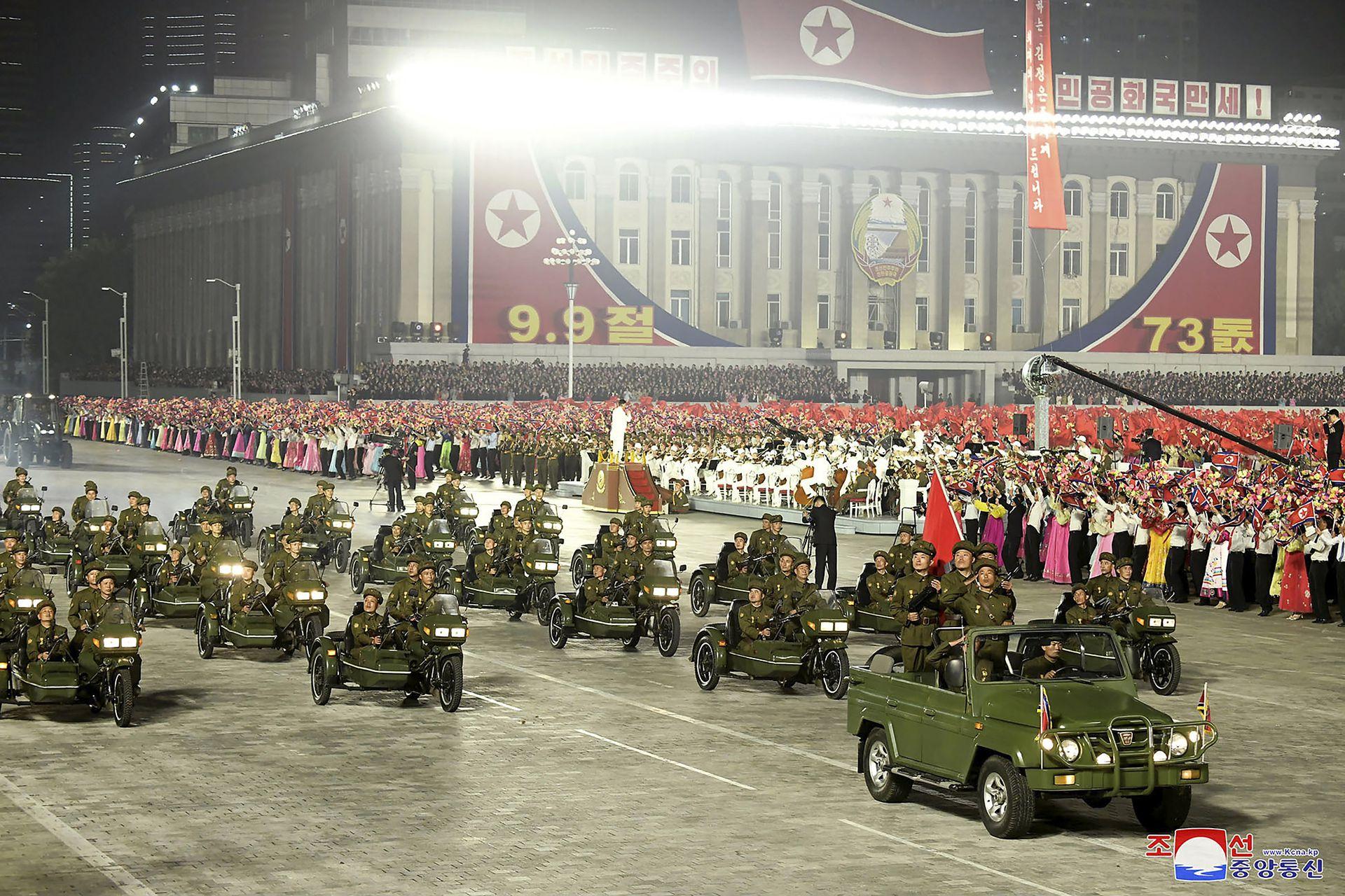 Se exhibieron algunas armas convencionales, incluidos varios lanzacohetes y tractores con misiles antitanque.