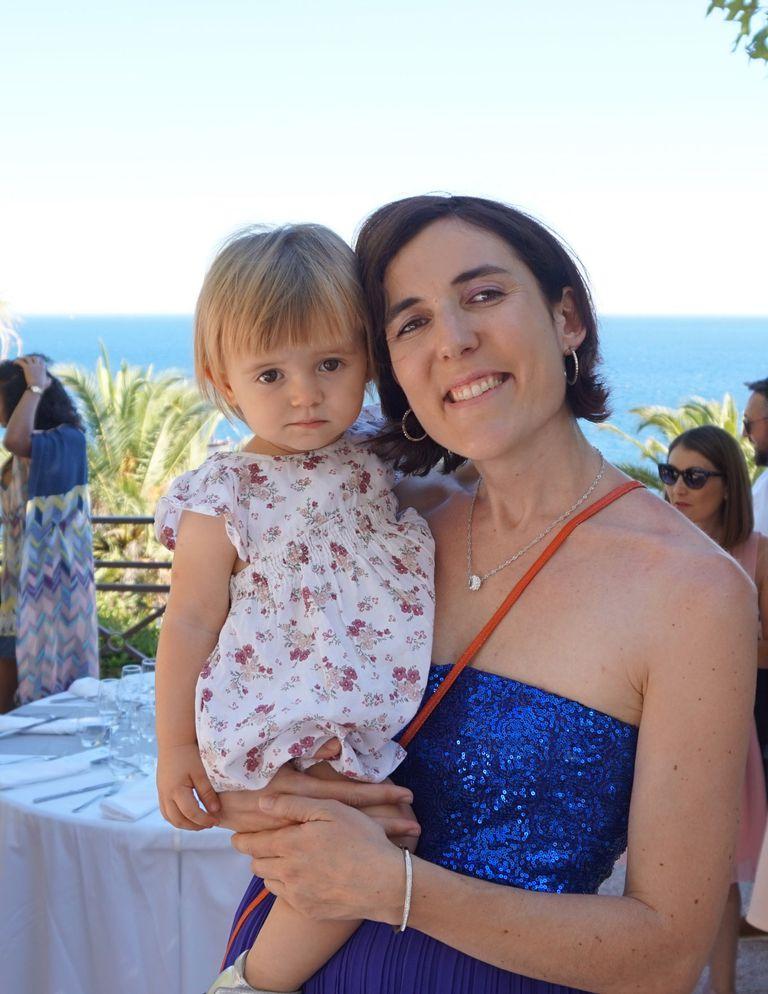 Isabelle Laumonier, junto a su hija