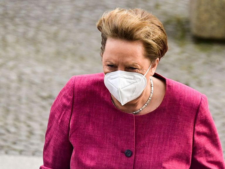 Angela Merkel, al llegar al Bundestag, en Berlín