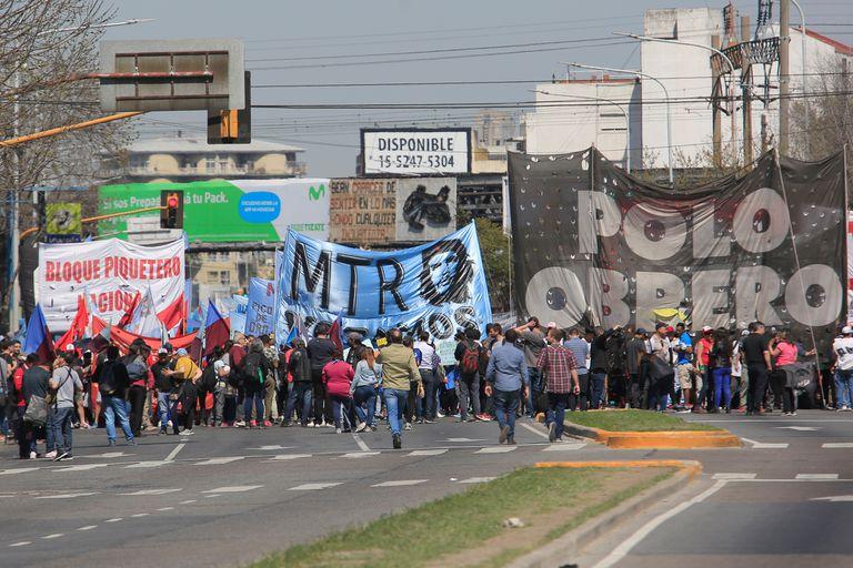 La devaluación y el alza inflacionaria posteriores a las PASO multiplicaron las protestas; dudas sobre el nivel de conflictividad tras la elección del próximo domingo