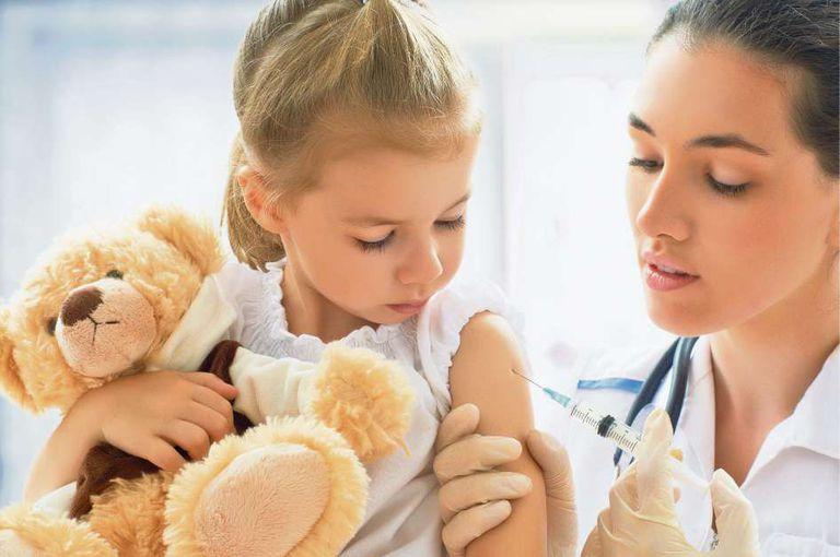 En la Argentina, el calendario vacunatorio oficial contempla 19 vacunas gratuitas y obligatorias