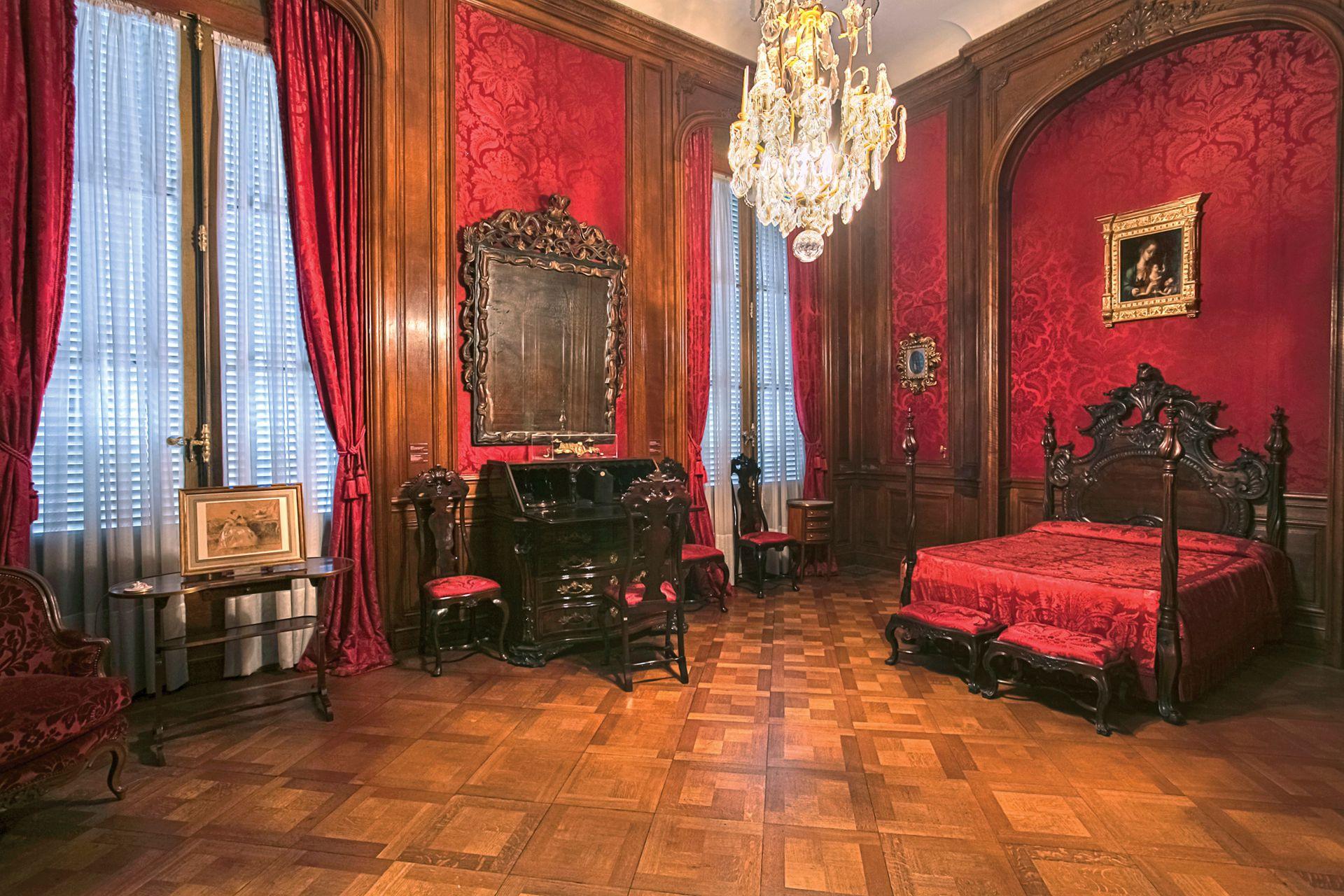El dormitorio del dueño de casa data de la segunda mitad del siglo XVIII y su estilo es rococó francés.
