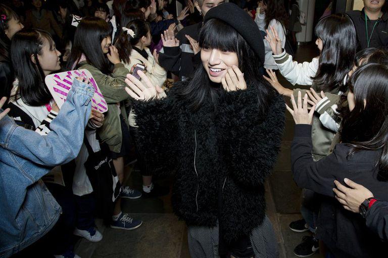 Toman Sasaki, luego de presentarse con su grupo pop