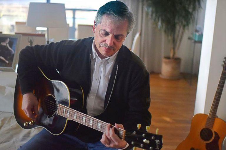 Alberto Fernández: la guitarra como un cable a tierra