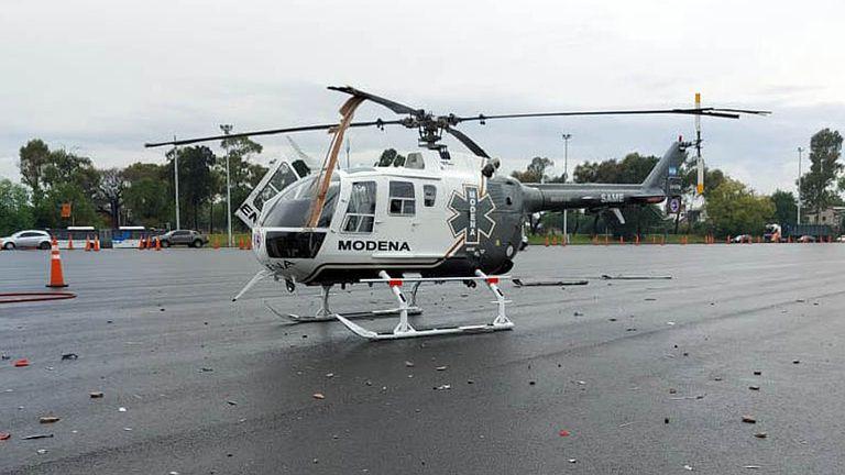 Un camión chocó contra un helicóptero del SAME en una autopista