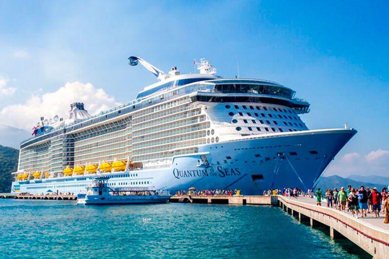 Las compañías de cruceros ya buscan voluntarios para poner a prueba sus protocolos de cara a la reanudación de sus actividades comerciales (Royal Caribbean)