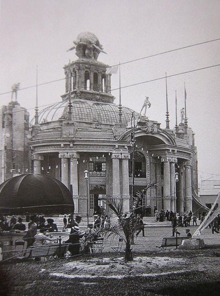 El Pabellón conocido como del Centenario se inauguró en 1910 y formaba parte de una serie de exposiciones que se realizaron para los festejos en Buenos Aires del centenario de la Revolución de Mayo