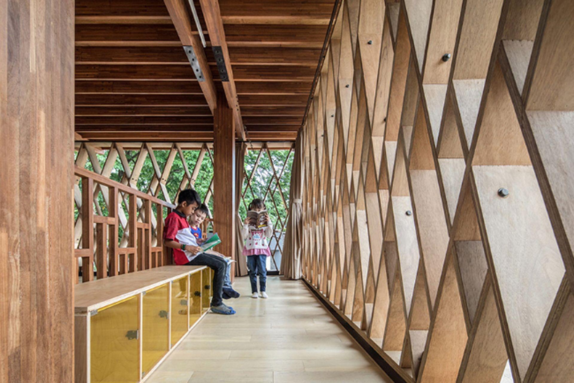 Biblioteca toda de madera