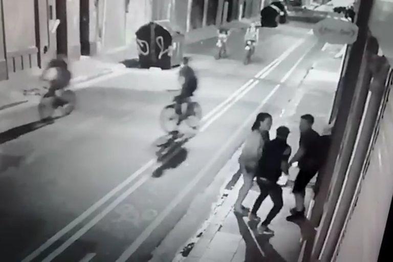 El ladrón descendió del auto dispuesto a matar a la víctima