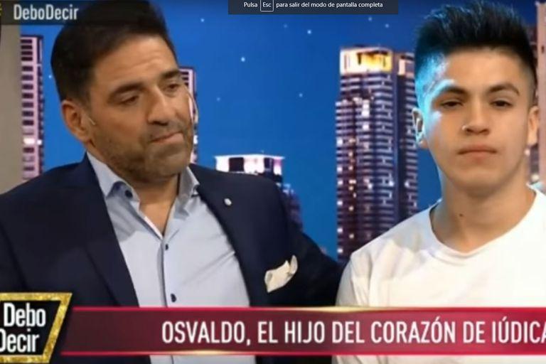 Se trata de Osvaldo, un joven que hoy tiene 20 años y lo crió como propio