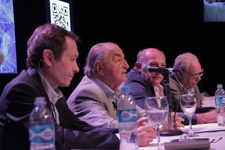 Gustavo Beliz, junto al sindicalista Armando Cavalieri y referentes gremiales