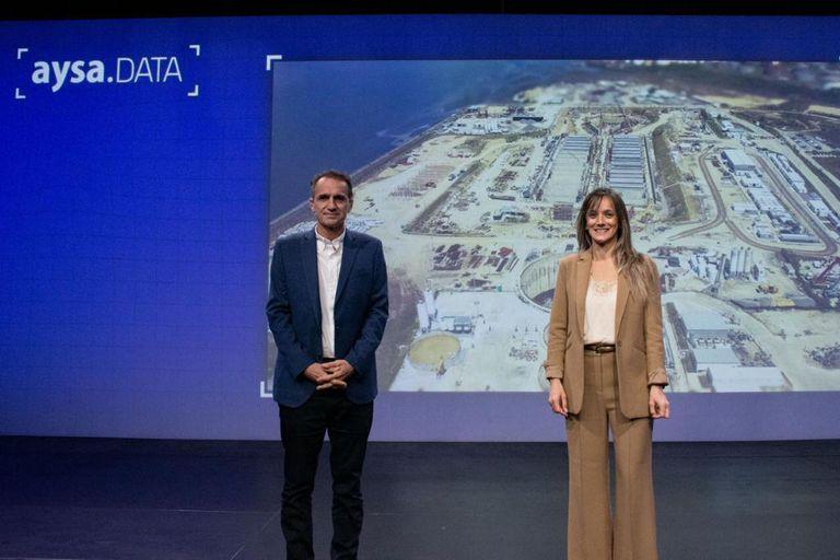 El ministro Gabriel Katopodis, uno de los mencionados para ser candidato en la provincia, junto a Malena Galmarini, la titular de AySA.