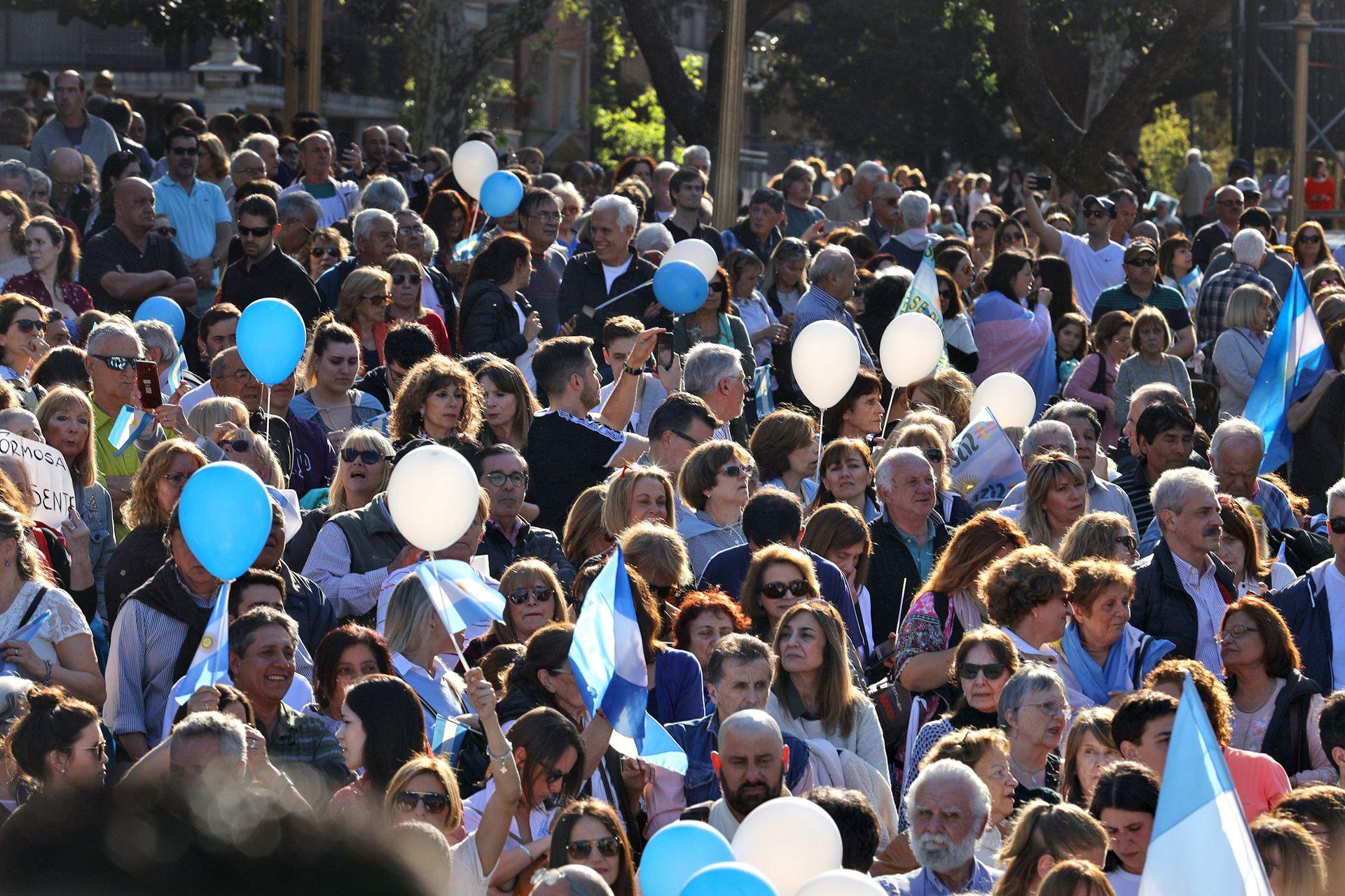 """""""Lo damos vuelta"""": los cantos y los carteles de la marcha macrista en Belgrano"""