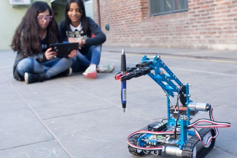 La robótica será central en una de las nuevas orientaciones que tendrán los colegios secundarios nacionales