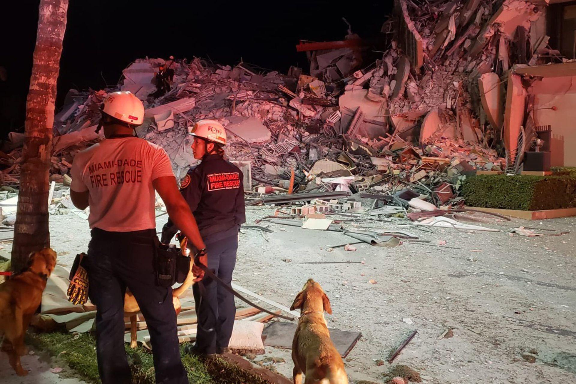 El trabajo de los rescatitas en el edificio colapsado en Miami-Dade, en EE. UU.