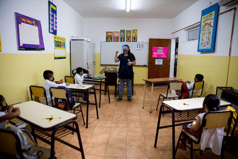 En burbujas, como en marzo, vuelven las clases presenciales a los municipios del conurbano