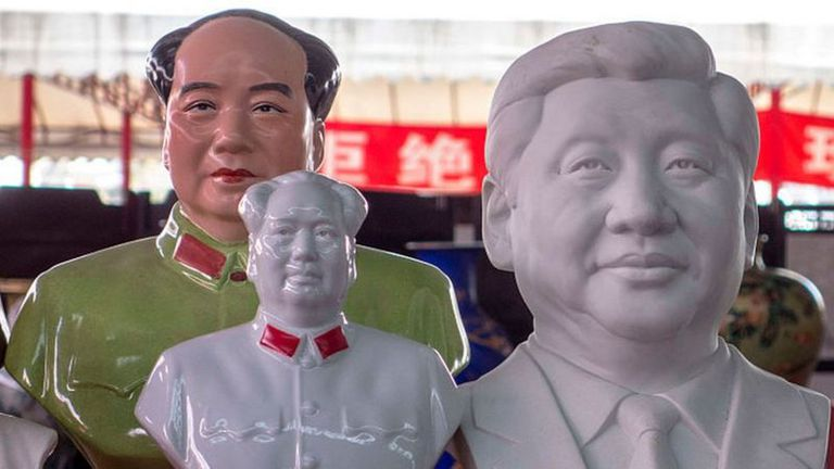 El padre de Xi Jinping, Xi Zhongxun, era un héroe de guerra del PCCh del ala moderada, que fue purgado y encarcelado en la era de Mao