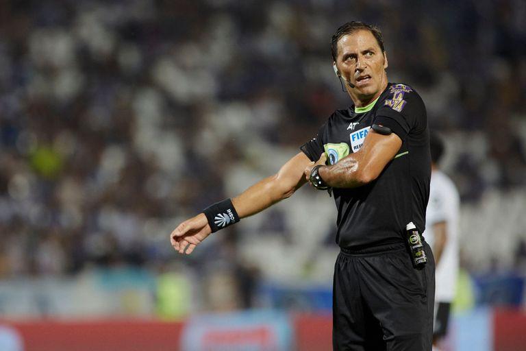 El árbitro Mauro Vigliano quedó en el ojo de la tormenta tras la errónea sanción de un penal en favor de Racing en el clásico ante Independiente, el último sábado.