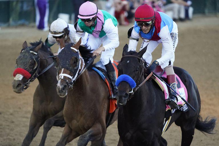 Medina Spirit, con John Velázquez, ganaron el Kentucky Derby de punta a punta; ahora el triunfo está en discusión.