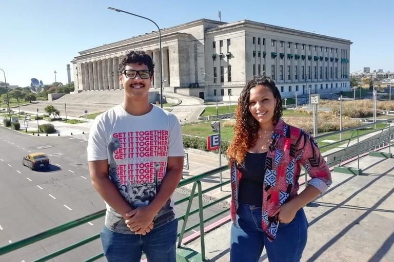 Los abogados y activistas Alí Emmanuel Delgado y Patricia Gomes, titulares de la primera cátedra contra el racismo en la Facultad de Derecho de la UBA