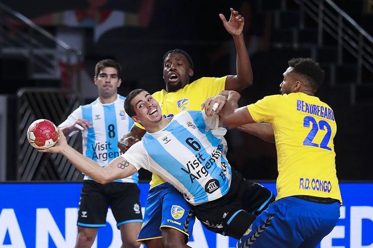 Handball. Se le perforó un tímpano, pero la figura argentina vuelve ante Japón