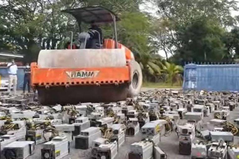 La maquinaria aplastada por la policía de Malasia tiene un valor calculado de US$1.250.000
