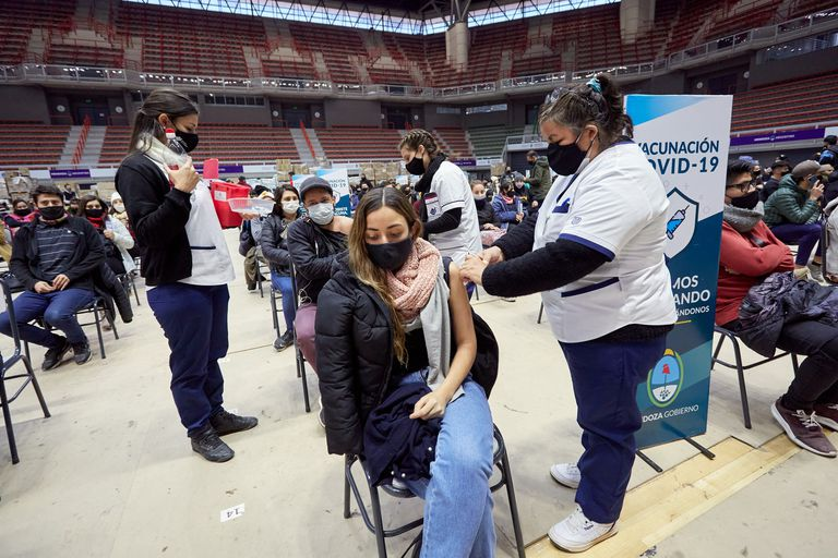 Mendoza abre la inscripción para vacunar contra el Covid a los adolescentes con enfermedades previas