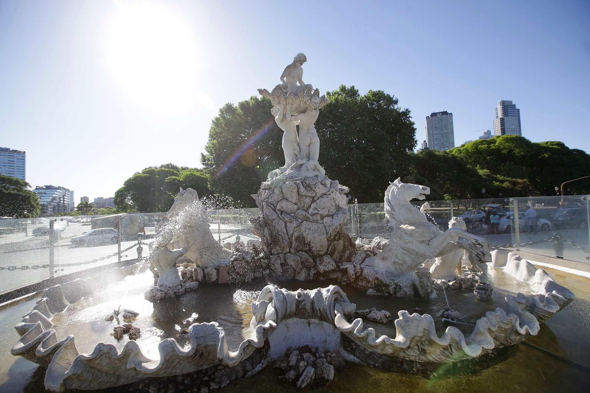 La fuente de Las Nereidas, en la Costanera Sur, fue criticada por los desnudos de las figuras