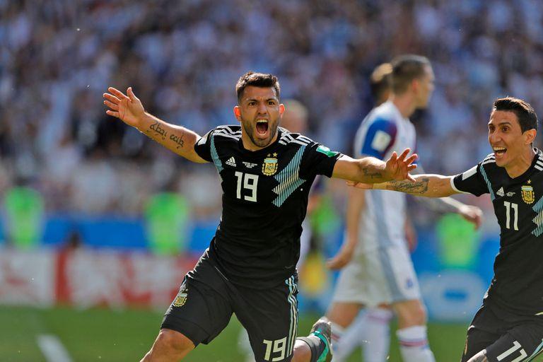 Sergio Aguero festeja el 1 a 0 parcial ante Islandia en el debut de Rusia 2018