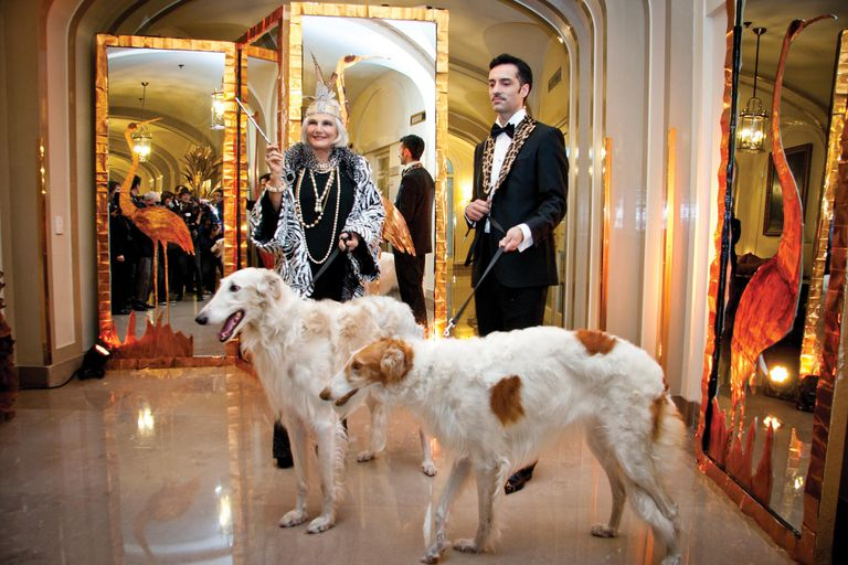 2013, Una noche Art Deco. Gloria César y Gerardo Acevedo pusieron su creatividad en las puestas en escena. Esa noche, incluso, llevaron los dos galgos rusos de Gerardo, Tito y Galo.