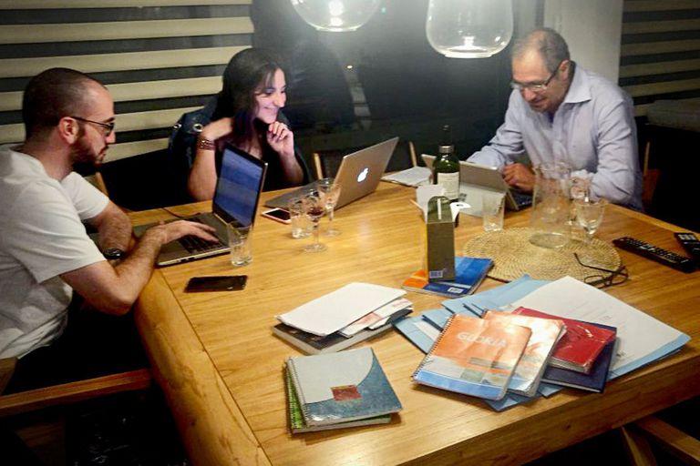 Diego Cabot, Candela Ini y Santiago Nasra: el equipo que investigó los cuadernos de las coimas