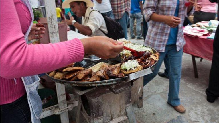 La cúrcuma no parece desentonar con la explosión de sabores y colores de la comida latinoamericana