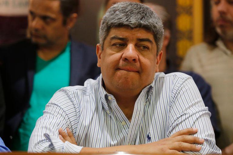 El número dos del gremio de los camioneros es acusado de integrar una presunta asociación ilícita junto con barras de Independiente