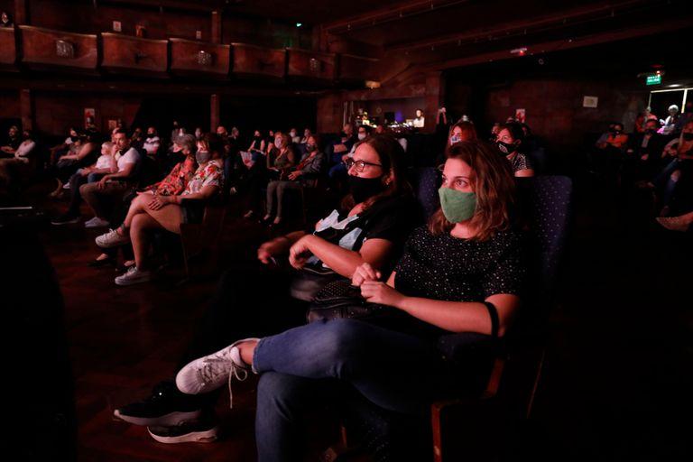 """Debut de """"Un estreno, un velorio"""" en el teatro Broadway, en noviembre. La obra que dirige Flavio Mendoza y El acompañamiento, con Luis Brandoni, fueron las primeras que volvieron a la actividad presencial luego de casi 8 meses."""