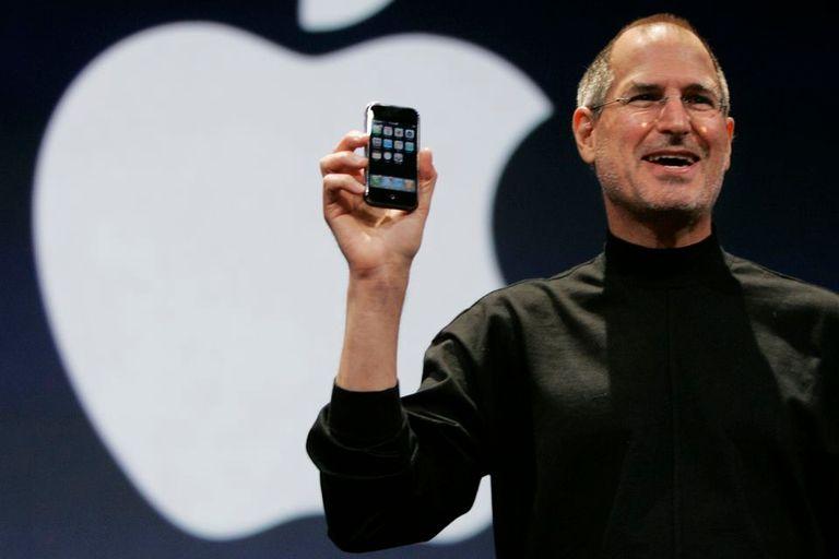 Steve Jobs junto al iPhoen, durante la presentación de Apple en enero de 2007