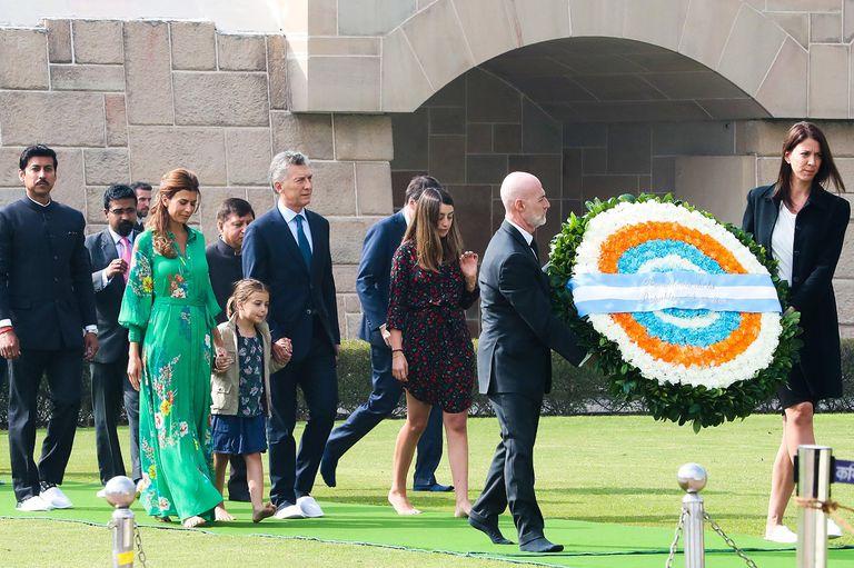 Primera actividad oficial en India: la familia presidencial homenajeó a Gandhi