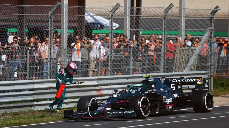 La desesperación de Vettel con un extintor y la burla de los fanáticos neerlandeses contra Hamilton